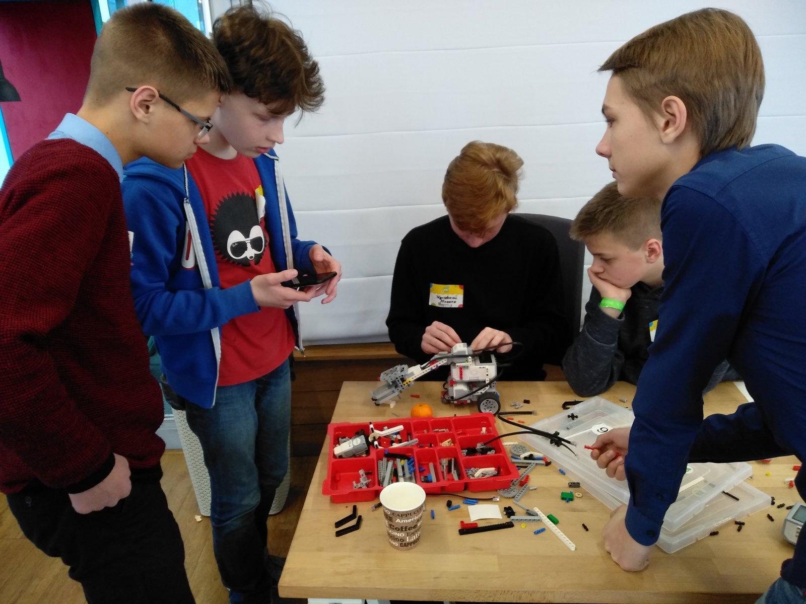 Мядельская команда стала победителем lll инженерного конкурса Engineering Hexagon