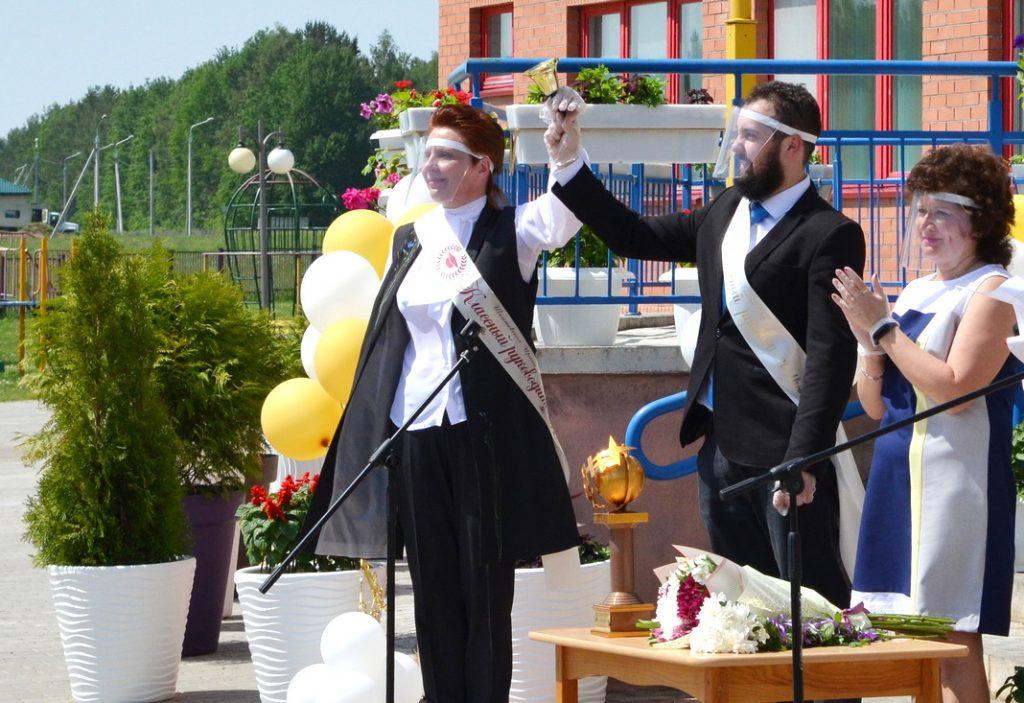 У Нарацкай СШ №2 выпускнікі развіталіся са школай (фота)
