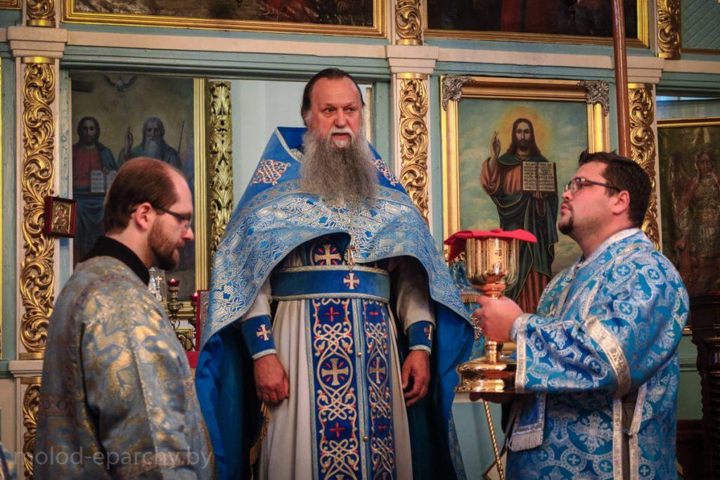 Епископ Павел возглавил Литургию в Троицком храме агрогородка Княгинин (фото)