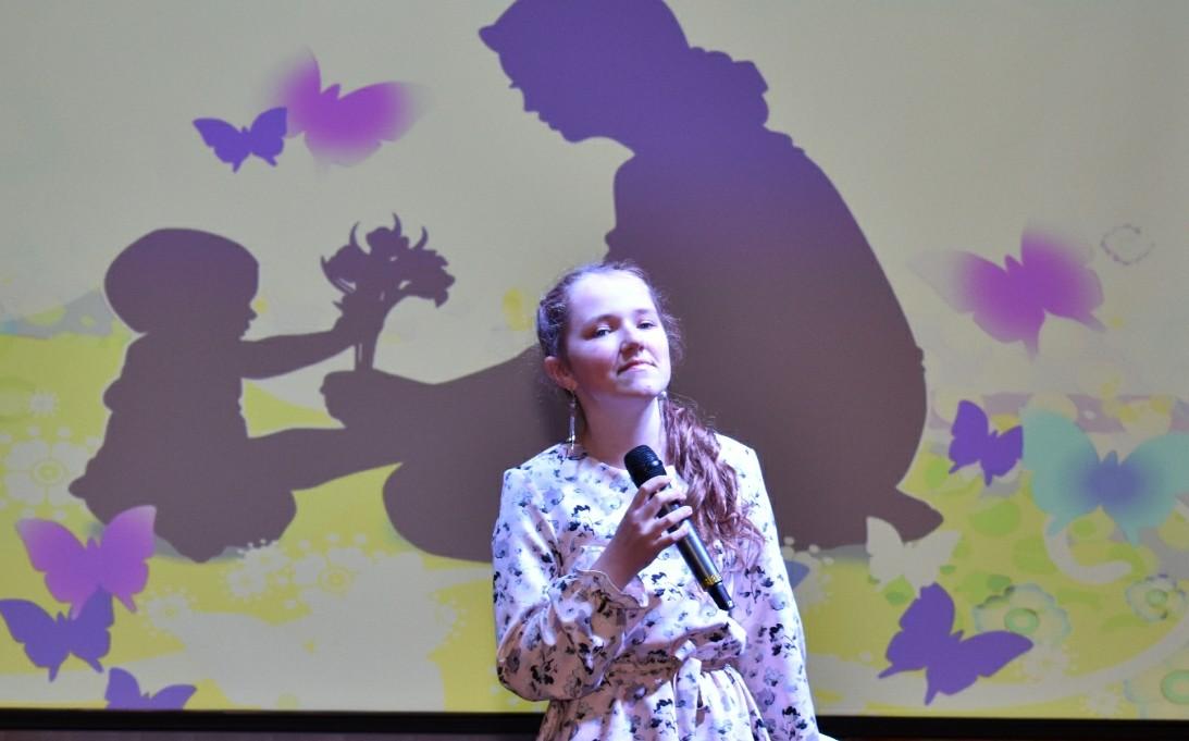 Песні і танцы ў падарунак: у Мядзеле прайшоў канцэрт да Дня маці (фота, відэа)