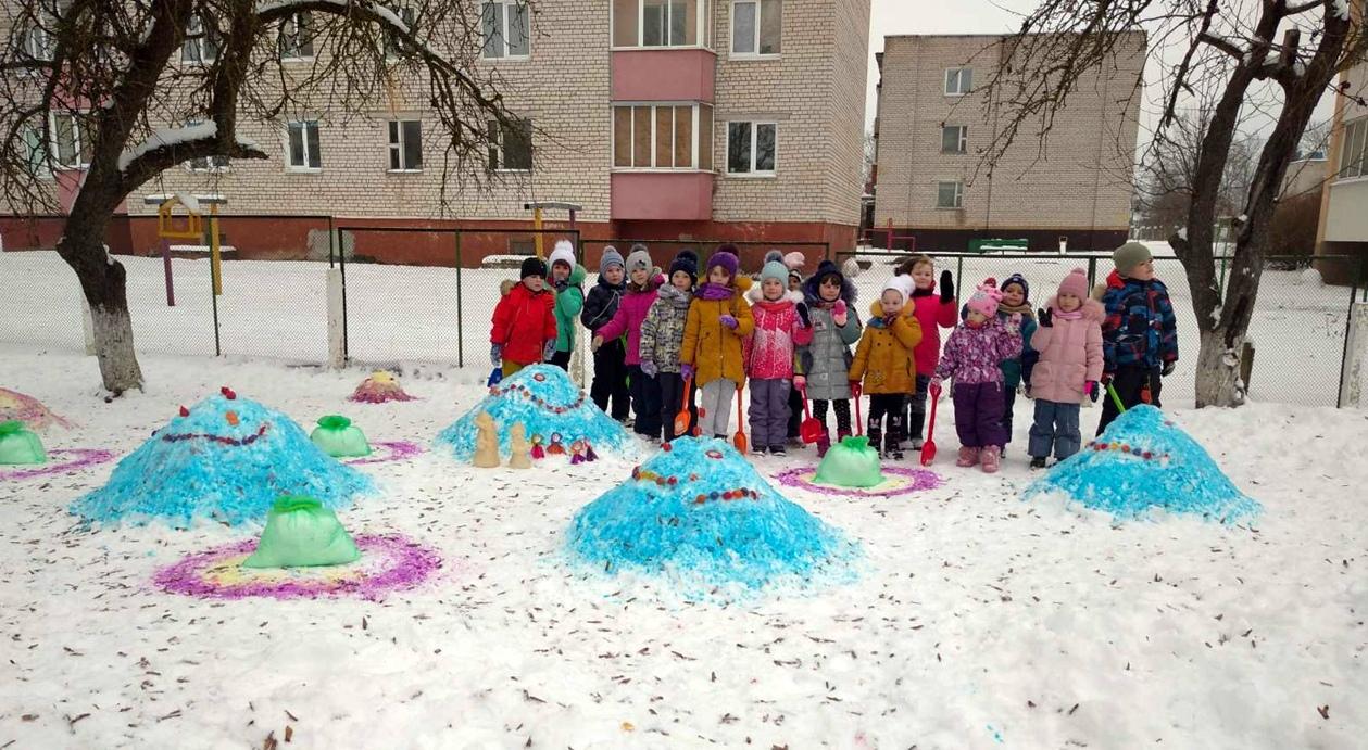 Яркие снежные скульптуры появились в 4-м детском саду Мяделя