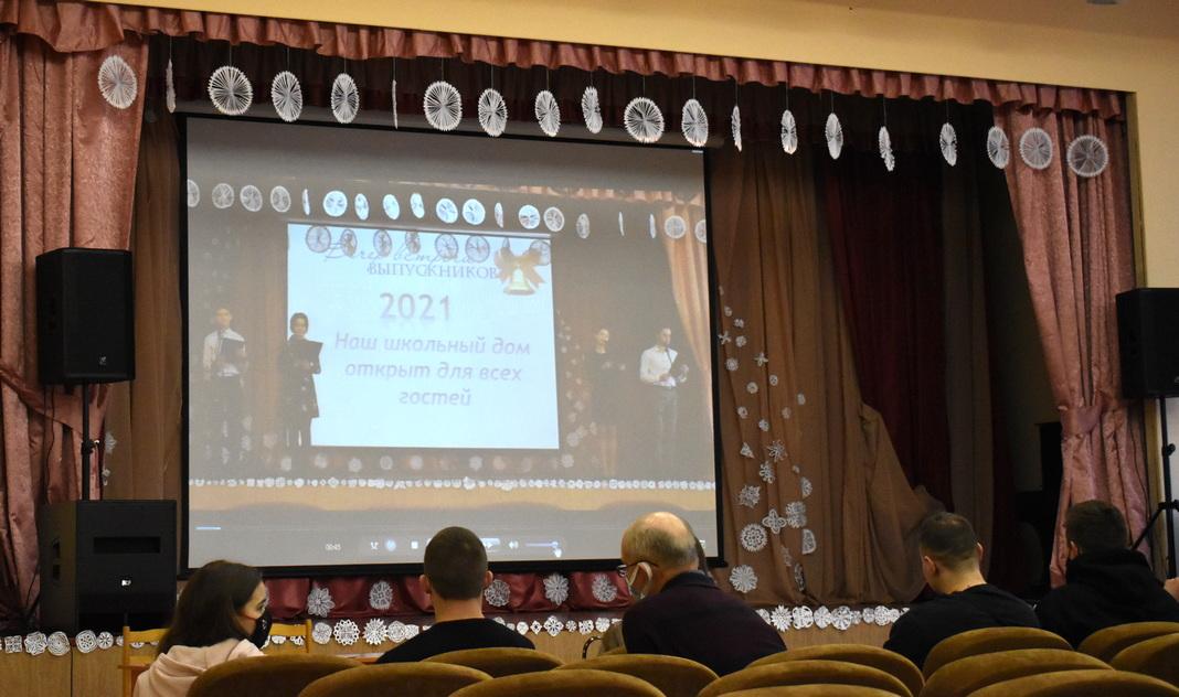 У Мядзельскай СШ №1 імя Уладзіміра Дубоўкі сустрэліся выпускнікі (фота)