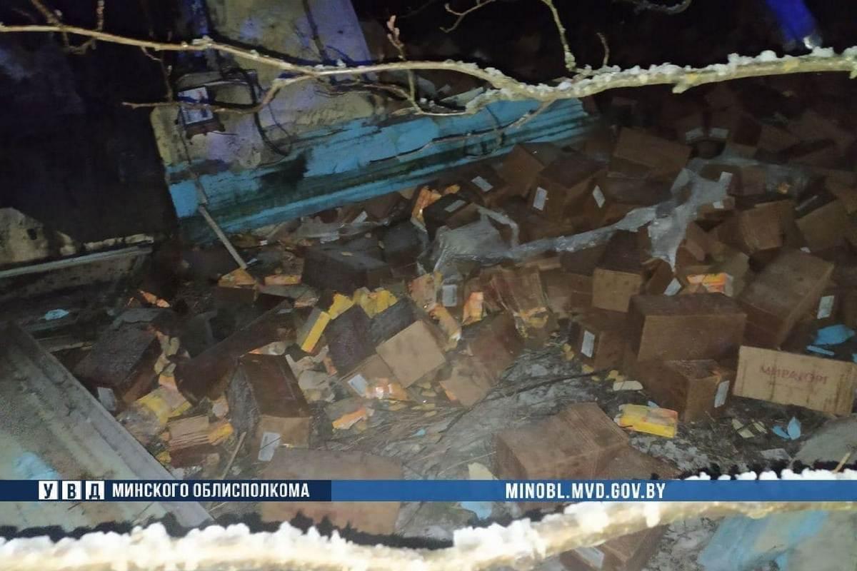 ДТП произошло ночью в Мядельском районе. Пострадал водитель