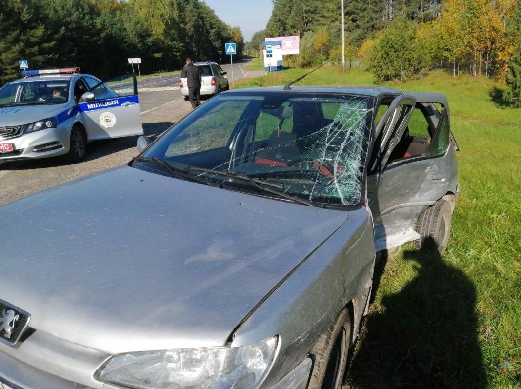 В Мядельском районе спасатели деблокировали водителя, пострадавшего в ДТП  (фото, видео)